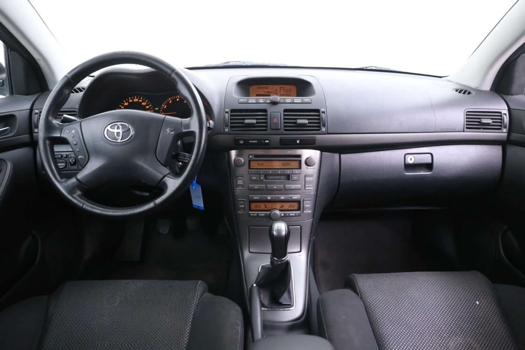 Toyota-Avensis-23