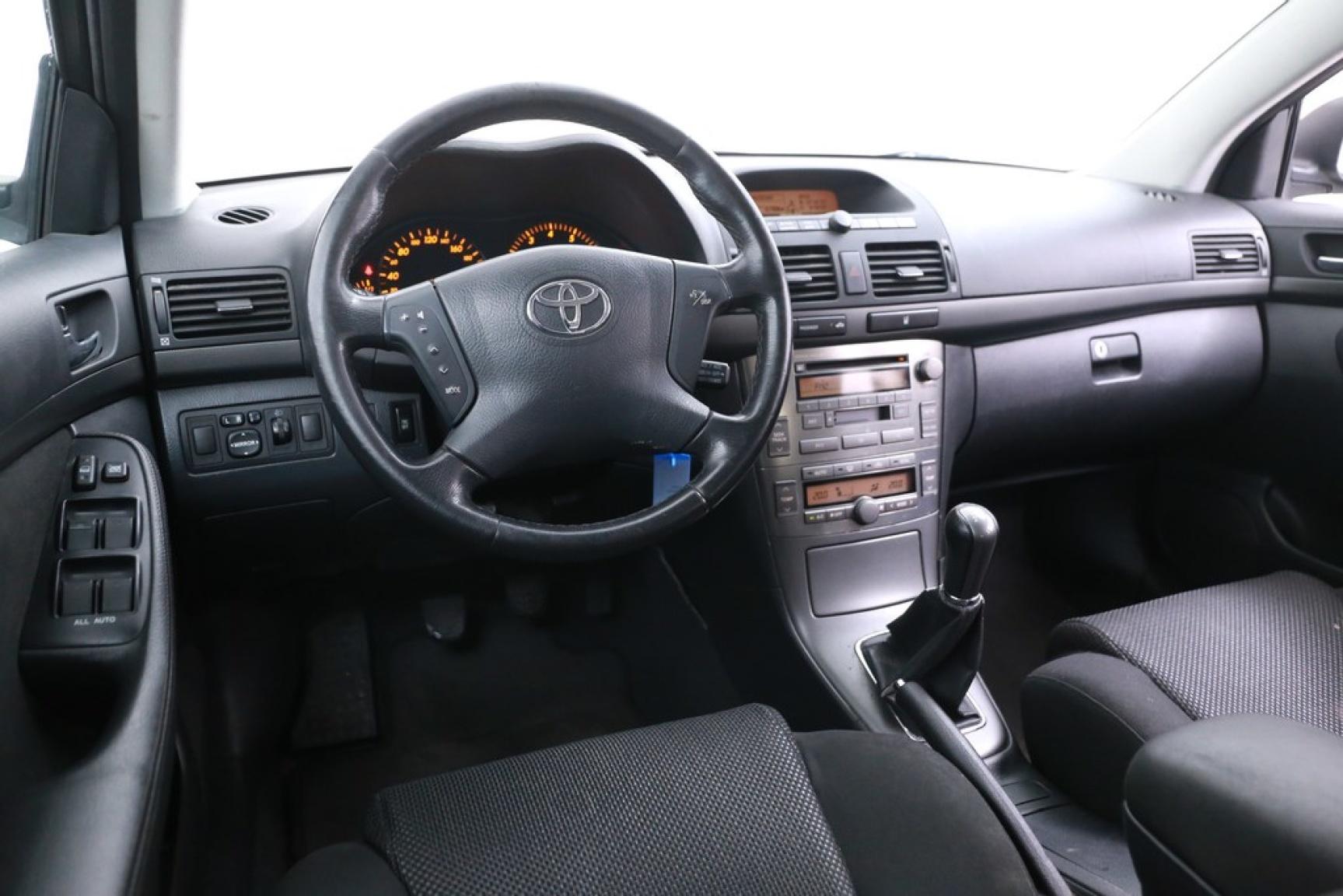 Toyota-Avensis-6