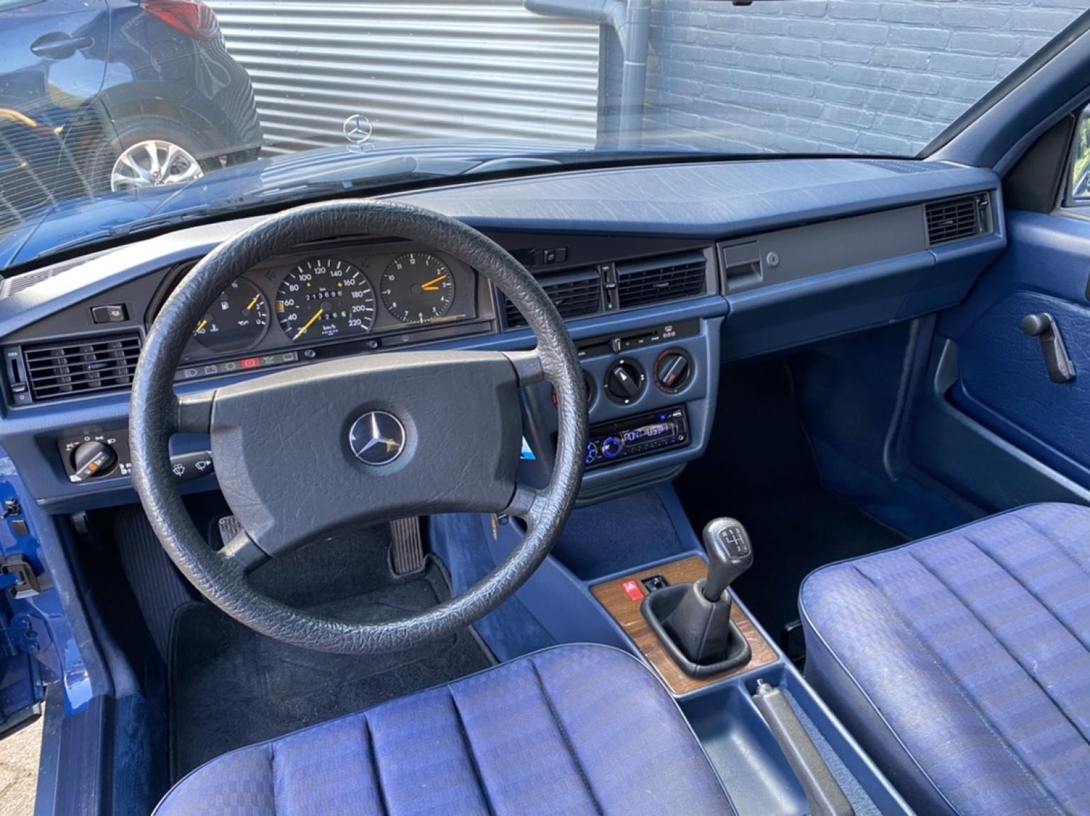 Mercedes-Benz-190-7