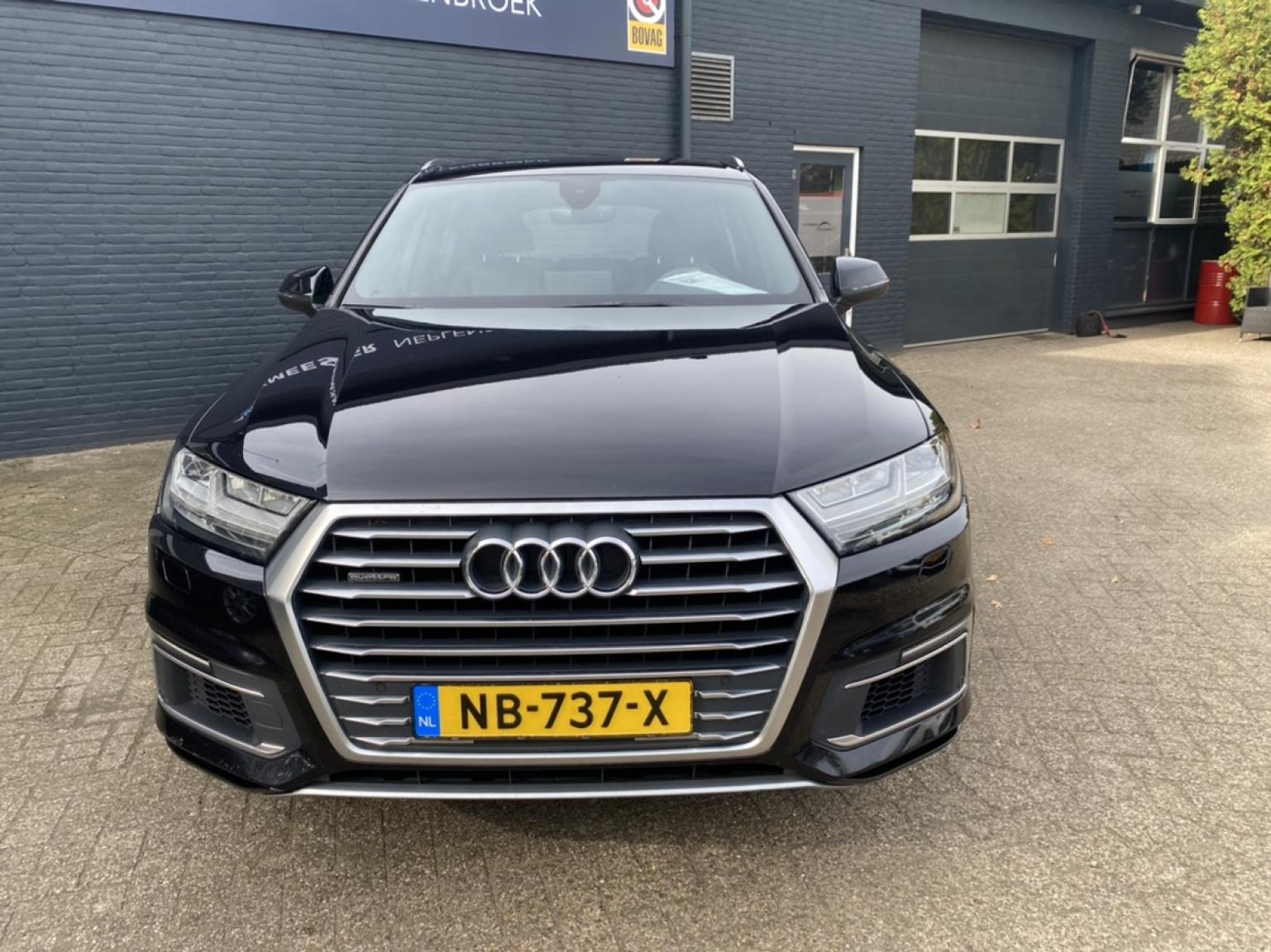 Audi-Q7-4