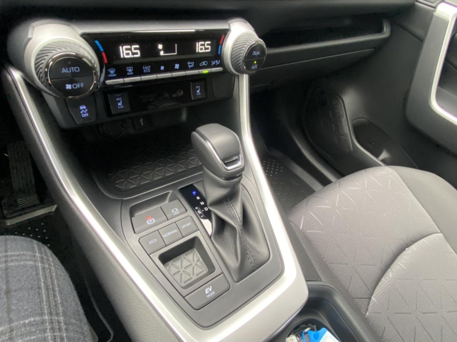 Toyota-RAV4-27