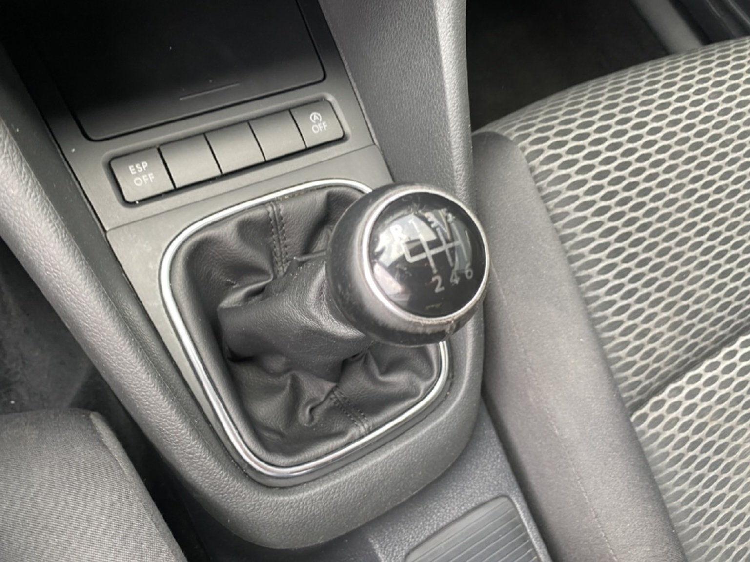 Volkswagen-Golf-16