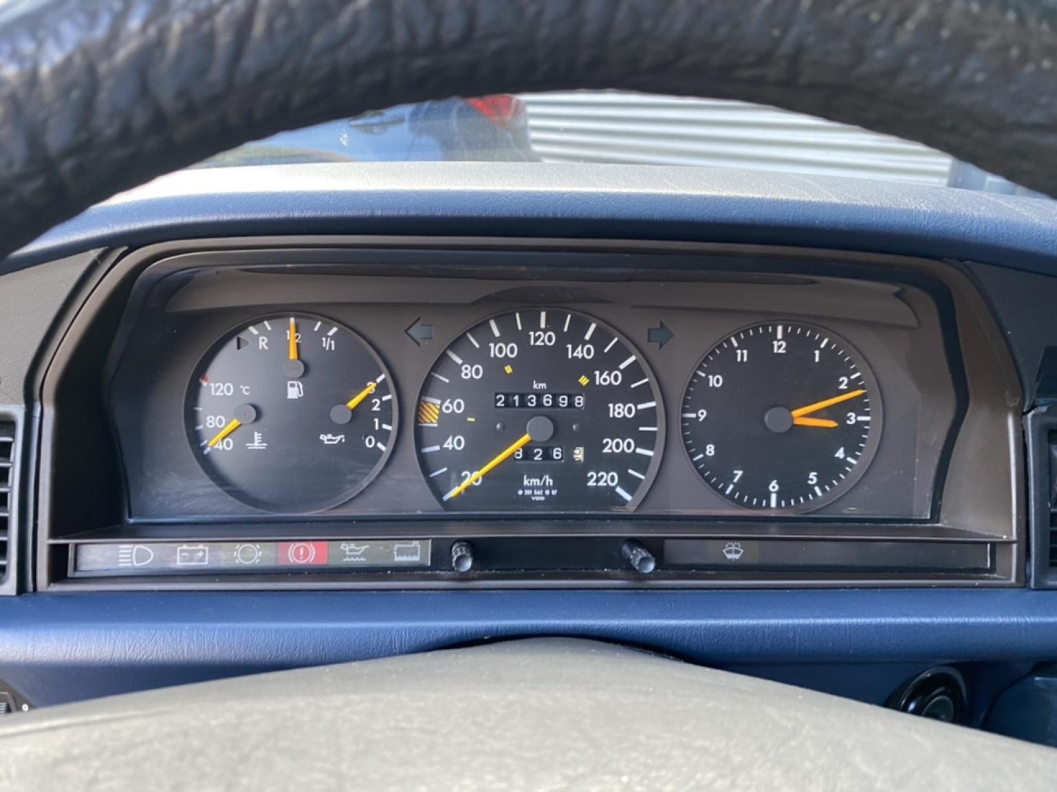 Mercedes-Benz-190-28