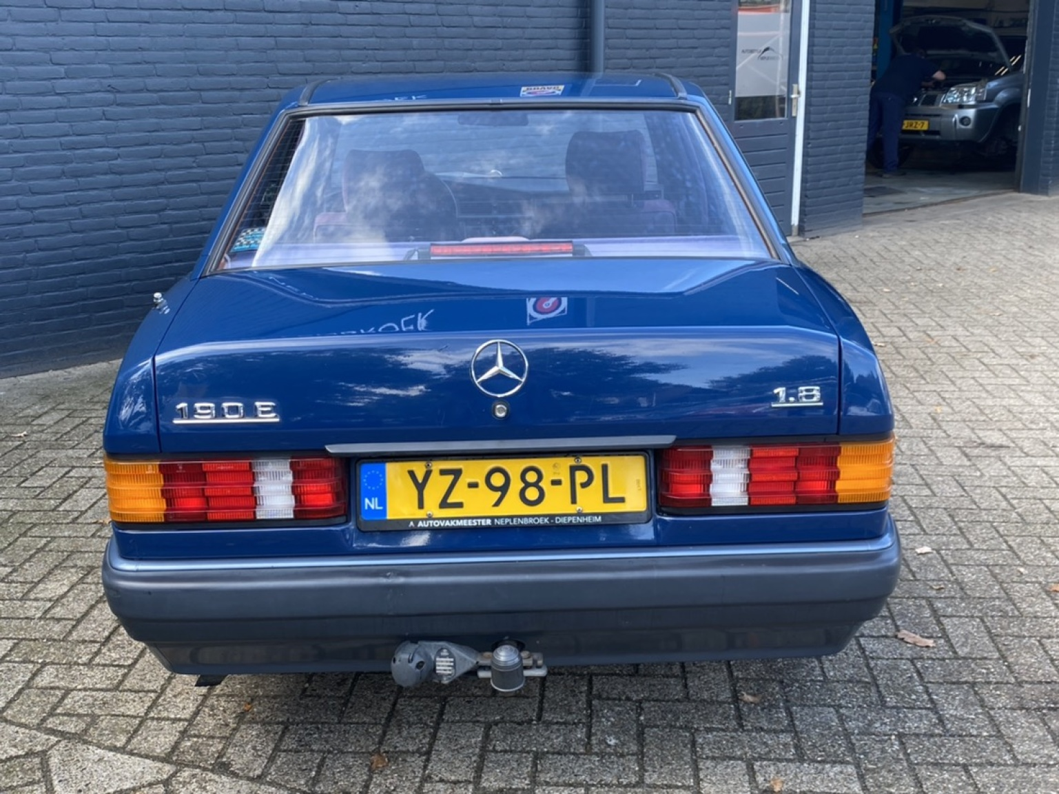 Mercedes-Benz-190-5